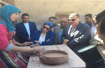 وزيرة البيئة تنهي زيارتها بلقاء رائدة صناعة الخزف بالفيوم   صور وفيديو