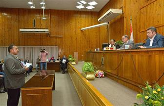 محافظ أسيوط يكرم سائقة تروسيكل ولاعبة جمباز ورئيس قرية خلال لقائه بالمواطنين |صور