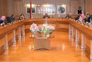 رئيس جامعة حلوان يجتمع مع اتحاد الطلاب والعباقرة