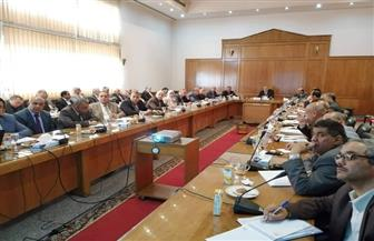 وزير الري يناقش مع قيادات الوزارة استعدادات موسم أقصى الاحتياجات