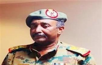 رئيس المجلس العسكري بالسودان يصدر قرارا بإطلاق سراح الضباط الذين حموا المتظاهرين