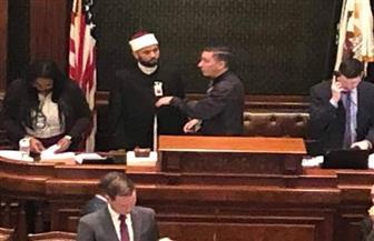 إمام مصري أزهري يفتتح جلسة برلمان إلينوي الأمريكية بتلاوة القرآن الكريم | فيديو