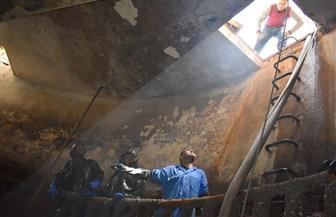 بدء تطهير شبكات وبلاعات الصرف بأرمنت بالأقصر | صور