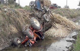 كان يجر 4 شاحنات قصب.. انقلاب جرار زراعي في ترعة الرياينة بالأقصر وإصابة سائقه | صور
