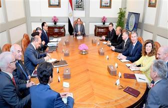 الرئيس السيسي يجتمع مع مدبولي ووزير قطاع الأعمال ورؤساء شركات عالمية متخصصة في صناعة ماكينات الغزل والنسيج