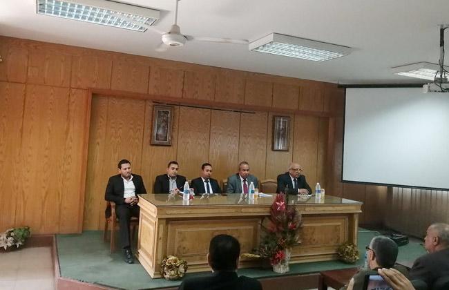 جامعة حلوان تنظم سلسلة ندوات للتوعية بالتعديلات الدستورية   صور -