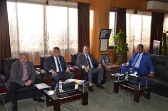 محافظ الإسماعيلية ونائب رئيس المجلس القومي لحقوق الإنسان يستعرضان سبل دعم التعاون