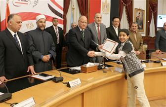 محافظ القاهرة يكرم 90 من أوائل المسابقة الدينية | صور