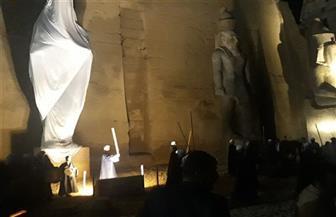 لحظة إزاحة الستار عن آخر تمثال للملك رمسيس الثاني بواجهة معبد الأقصر| صور