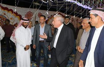 محافظ جنوب سيناء يشارك أحد المواطنين حفل زفافه بوادي مندر في شرم الشيخ  صور