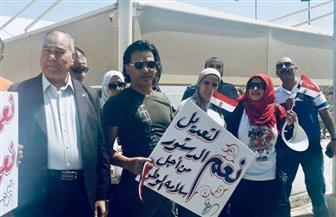 أبناء الجالية المصرية بالإمارات يرفعون الأعلام ولافتات تحث على المشاركة في التعديلات الدستورية| صور