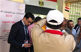 وسط أجواء احتفالية بالأغاني الوطنية.. الجالية المصرية بالكويت تدلي بأصواتها في الاستفتاء