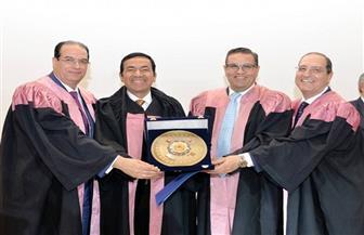 اختيار أستاذ بجامعة المنصورة رئيسًا شرفيًا لمؤتمر دولي لبحوث السرطان بدبي