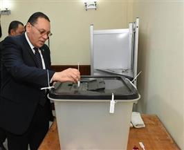 محافظ الشرقية يدلي بصوته في الاستفتاء على التعديلات الدستورية| صور