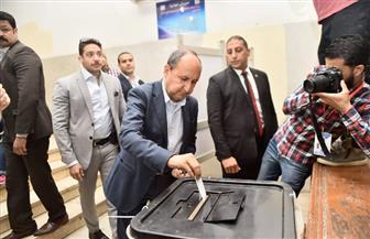 وزير الصناعة يدلي بصوته في الاستفتاء على التعديلات الدستورية بالدقي | صور