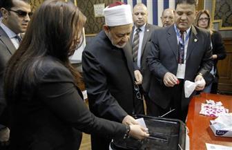شيخ الأزهر يدلي بصوته في الاستفتاء على التعديلات الدستورية بمصر الجديدة