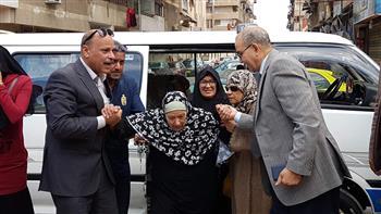 مرضى وكبار سن يتوافدون على لجان استفتاء التعديلات الدستورية في بورسعيد |صور
