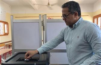 وزير الآثار يدلي بصوته في الاستفتاء على التعديلات الدستورية بالأقصر | صور