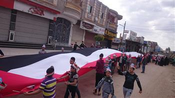 بعلم طوله 450 مترا.. مسيرة لحث المواطنين على التصويت بالاستفتاء في نبروه بالدقهلية