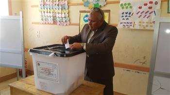 محافظ الوادي الجديد يدلي بصوته في الاستفتاء على التعديلات الدستورية |صور