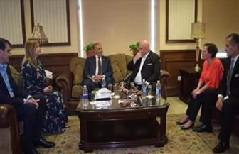 محافظ البحر الأحمر يستقبل رئيس المجلس النيابي الصربي بمطار الغردقة الدولي