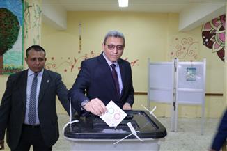 الأمين العام لمجلس النواب يدلي بصوته في الاستفتاء على التعديلات الدستورية