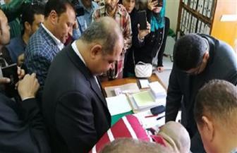 """محافظ الغربية يدلي بصوته في لجنة """"غزل المحلة""""  صور"""