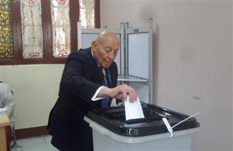 """رئيس """"القومي لحقوق الإنسان"""" يدلي بصوته باستفتاء التعديلات الدستورية بمصر الجديدة"""
