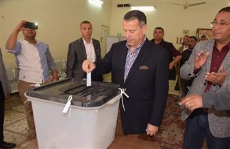 محافظ بني سويف يدلي بصوته في الاستفتاء على التعديلات الدستورية