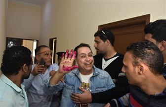 حكيم يدلي بصوته في الاستفتاء بالشيخ زايد | صور