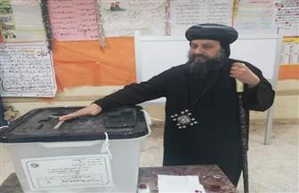 أسقف السويس يدلى بصوته فى الاستفتاء على التعديلات الدستورية