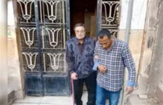 حي الهرم يخصص سيارة لنقل مسن للإدلاء بصوته فى الاستفتاء