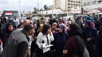 مواطنون يتوافدون على مقار التصويت ببورسعيد فى اليوم الثاني للاستفتاء | صور