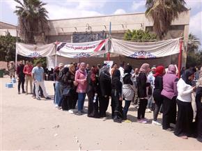 """""""تحيا مصر"""" هتاف الناخبين أمام لجنة أشتوم الجميل ببورسعيد"""