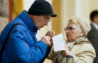 بدء جولة إعادة انتخابات رئاسة أوكرانيا بين بورشينكو والممثل الكوميدى زيلينسكى | صور