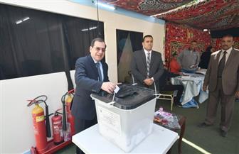 وزير البترول يدلي بصوته في الاستفتاء على التعديلات الدستورية بجراج ماسبيرو | صور