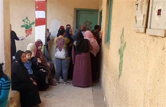 المرأة تتصدر المشهد بصحبة أطفالها فى اليوم الثانى للاستفتاء على التعديلات الدستورية بإمبابة | صور