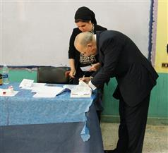 وزير العدل يدلي بصوته في الاستفتاء بمدرسة الشهيد أحمد مصطفى بالدقي | فيديو