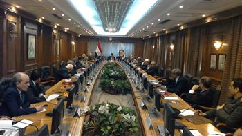 وزير التعليم العالي يرأس اجتماع اللجنة العليا للمشروعات القومية