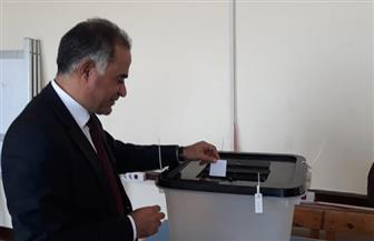 وكيل النواب يدلي بصوته في الاستفتاء.. ويؤكد: التعديلات الدستورية متوازنة وتحقق الخير والاستقرار للوطن