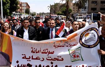 رئيس جامعة بني سويف يدلي بصوته على التعديلات الدستورية | صور