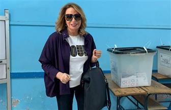 إيناس الدغيدي وبوسي شلبي تدليان بصوتهما في استفتاء التعديلات الدستورية | صور