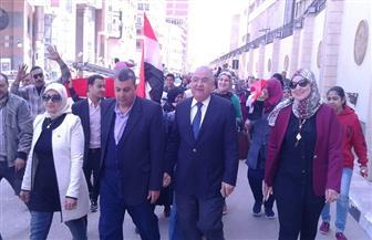 مسيرة للحث على المشاركة بالاستفتاء يتقدمها سكرتير عام محافظة الدقهلية