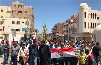 معلمو الإسماعيلية يحتشدون للاستفتاء على التعديلات الدستورية رافعين الأعلام