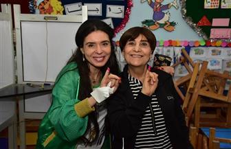 دينا ووالدتها تدليان بصوتهما في الاستفتاء على التعديلات الدستورية | صور