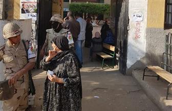 قاض يخرج من لجنته لمساعدة مسنة للإدلاء بصوتها في أوسيم | صور