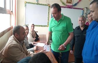 رئيس مركز ومدينة قويسنا يدلي بصوته.. ويشيد بسيدات المنوفية لمشاركتهن في الاستفتاء | صور