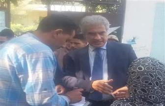 وائل الإبراشي يدلي بصوته في الاستفتاء بمصر القديمة | صور