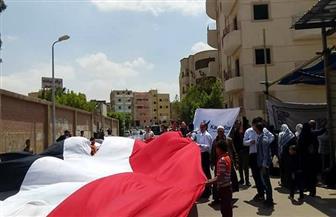 مظاهرة بالأغاني الوطنية أمام لجنة المعهد الأزهري بالعبور | صور