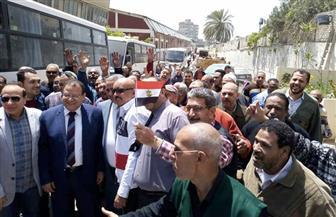 عمال الإسكندرية يشاركون في الإدلاء بأصواتهم في التعديلات الدستورية| صور